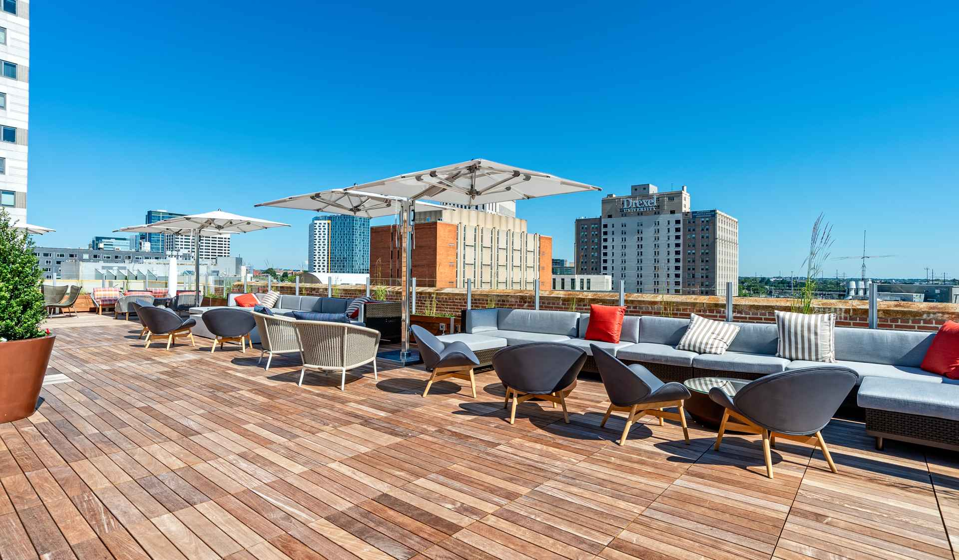 The Left Bank  apartments in Philadelphia - rooftop social deck